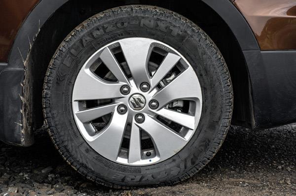 Stock JK tyres weren't grippy enough to handle the torque.