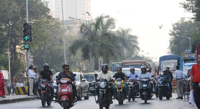 Survey: 78% 2-wheeler riders can't recognise half the road signs