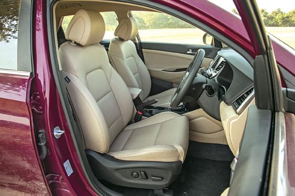 Driver's seat large and comfortable; gets 10-way power-adjustable function.
