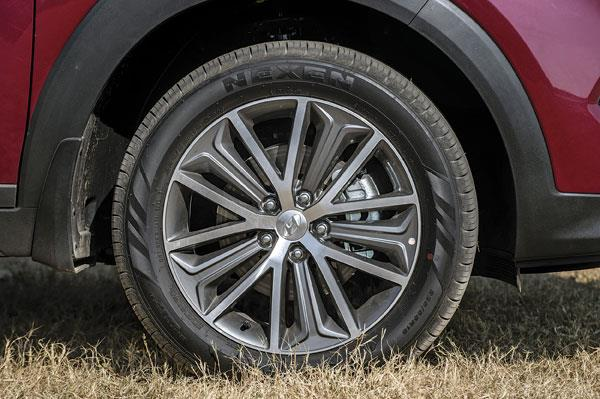 Stylish 18-inch rims; low profile 55 tyres not suited for off-road use.
