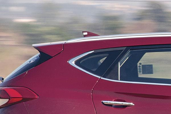 Tapering window line, sharp upward kink takes cues from the Santa Fe.