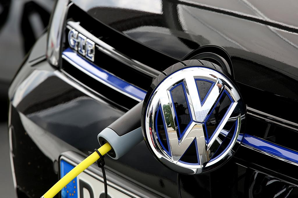 VW overtakes Toyota as world's top-selling carmaker