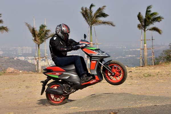 2017 Aprilia SR 150 Race review, test ride