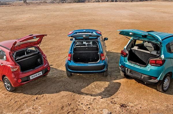 Grand i10 and Ignis have large and easy-to-access boots. KUV's narrow boot opening is inconvenient.