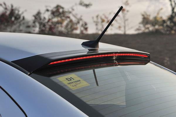 Blackened lip above the rear windscreen is home to auxiliary LED brake lights. Note ridges for roof hump.