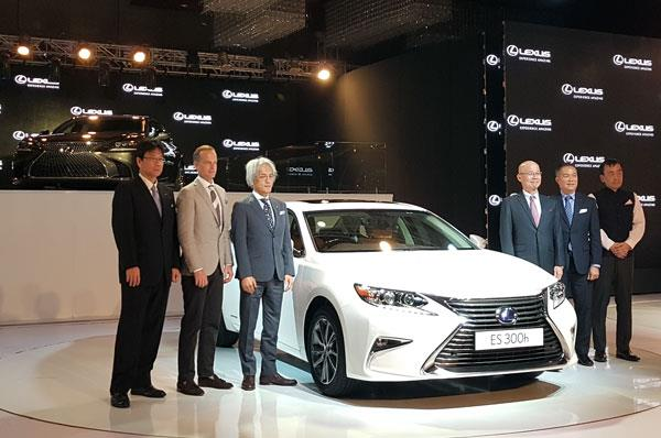 Lexus RX and ES launched in India