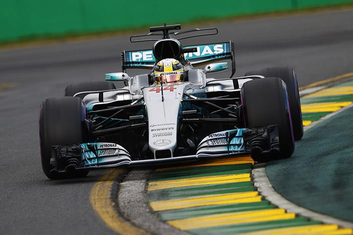 Hamilton beats Vettel to Australian GP pole