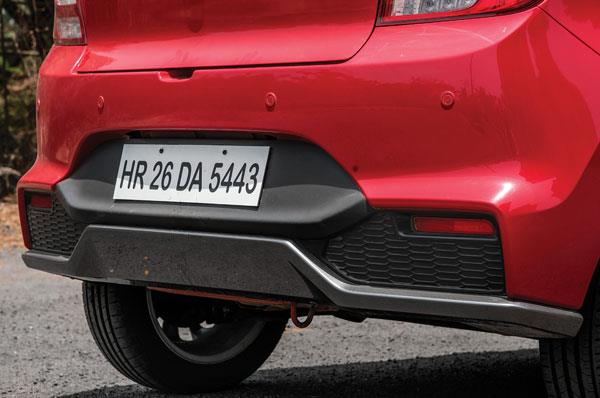 Sportier rear bumper among the elements that distinguish the RS.