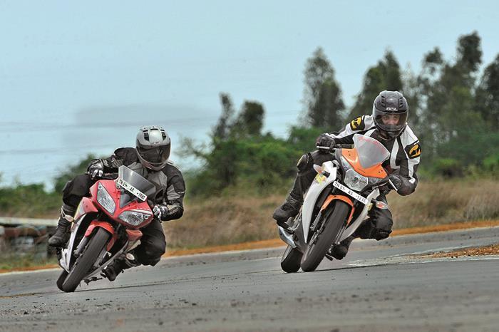 Honda CBR150R vs Yamaha YZF-R15 V2.0