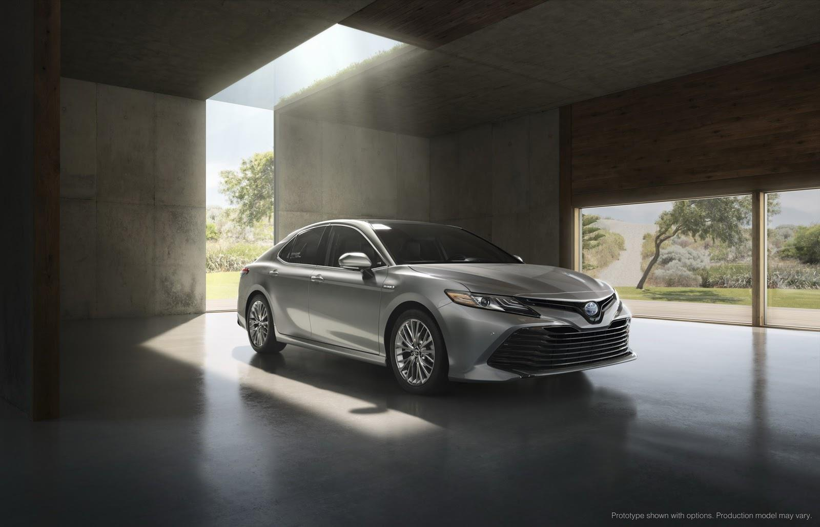 2017 Toyota Camry image gallery