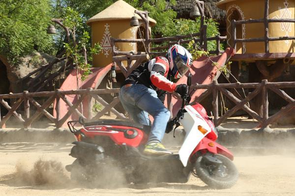 2017 Honda Cliq scooter image gallery