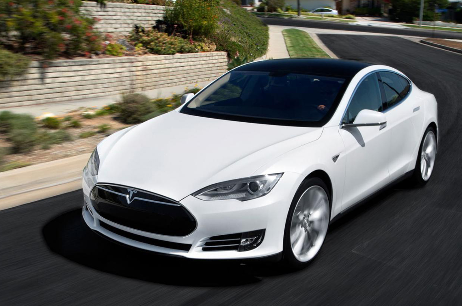 Tesla Model S 4WD launched - Autocar India