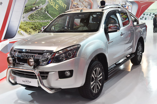Next-generation Isuzu D-Max V-Cross double-cab displayed ...