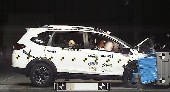 honda br-v scores 5 stars in asean ncap crash test