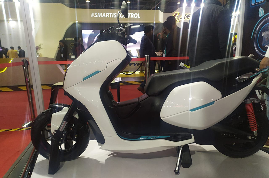 Everve Motors showcases EF1 customisable scooter concept