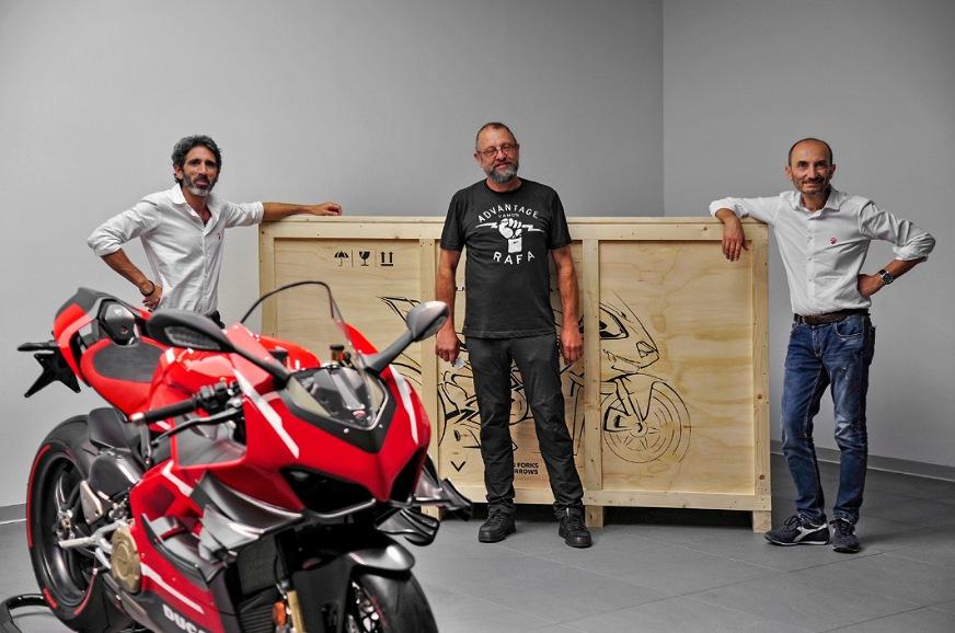 First Ducati Superleggera V4 delivered