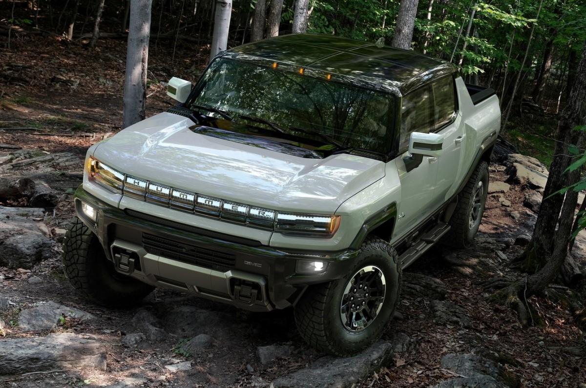 All-electric GMC Hummer EV pick-up revealed; enters ...