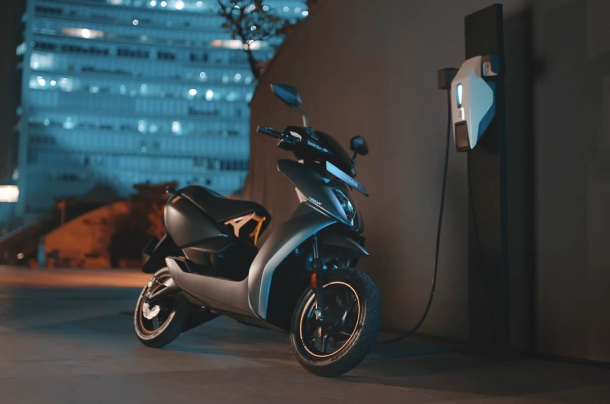 20201208120304 Ather 450X Ather 450X e-scooter to be available in 27 cities by March 2021