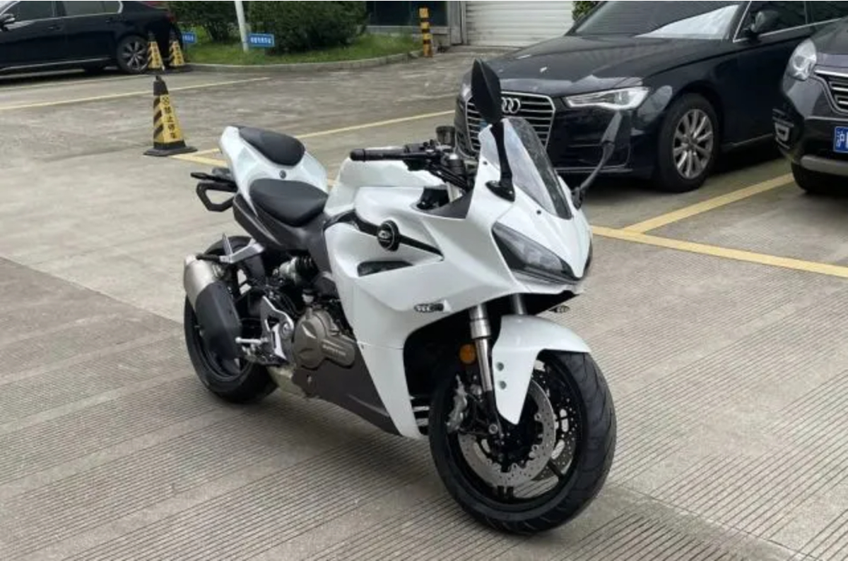 2020 Benelli SRK 600 spotted in China - Autocar India