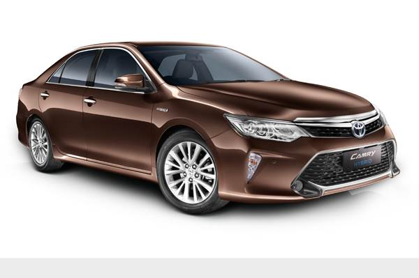 Mildly Updated Camry Hybrid Launched At Rs 31 98 Lakh