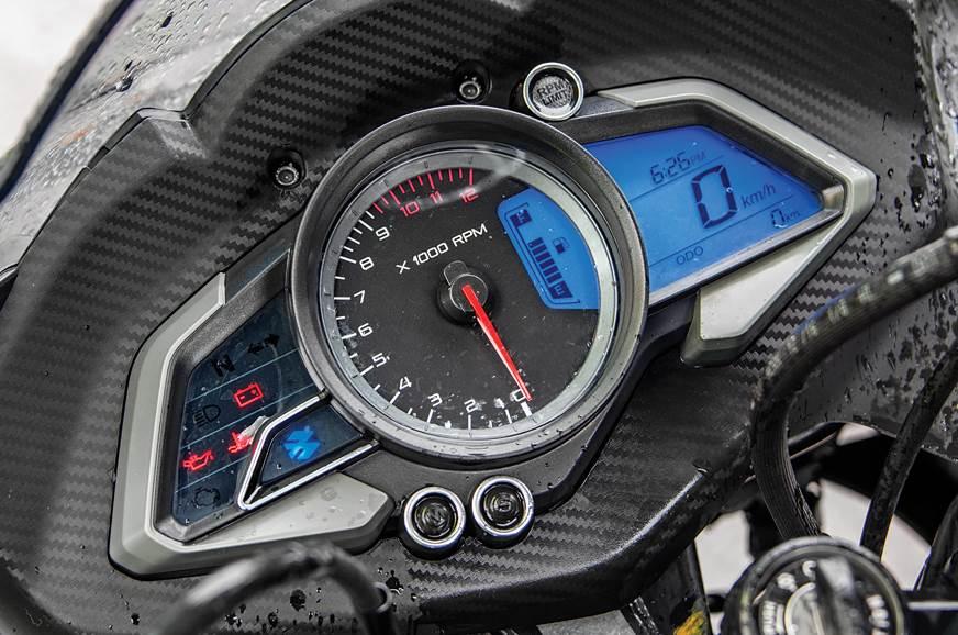 2018 Yamaha YZF-R15 V3 0 vs Bajaj Pulsar RS200 comparison