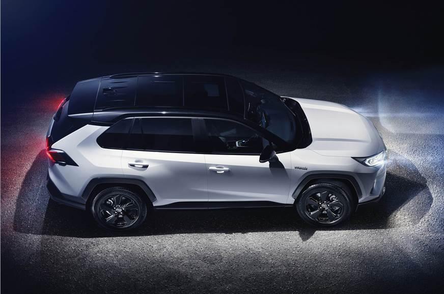 2018 Toyota RAV4 SUV image gallery