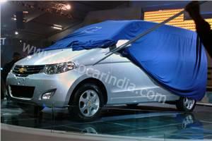 Chevrolet CN100 MPV spy pics