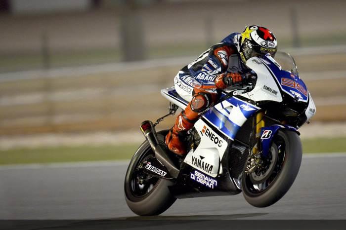 Lorenzo flies to Qatar pole