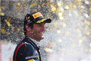Webber re-signs with Red Bull