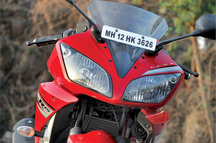 Twin headlamps are an R15 V2.0 benefit.