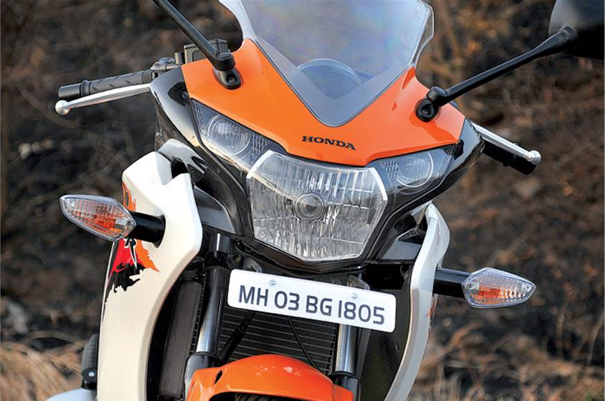 Y-shaped headlamp on the CBR150R makes light of dark nights.