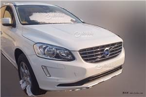 Volvo XC60 facelift spied