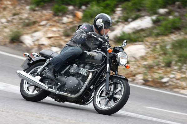 Triumph Bonneville review, test ride