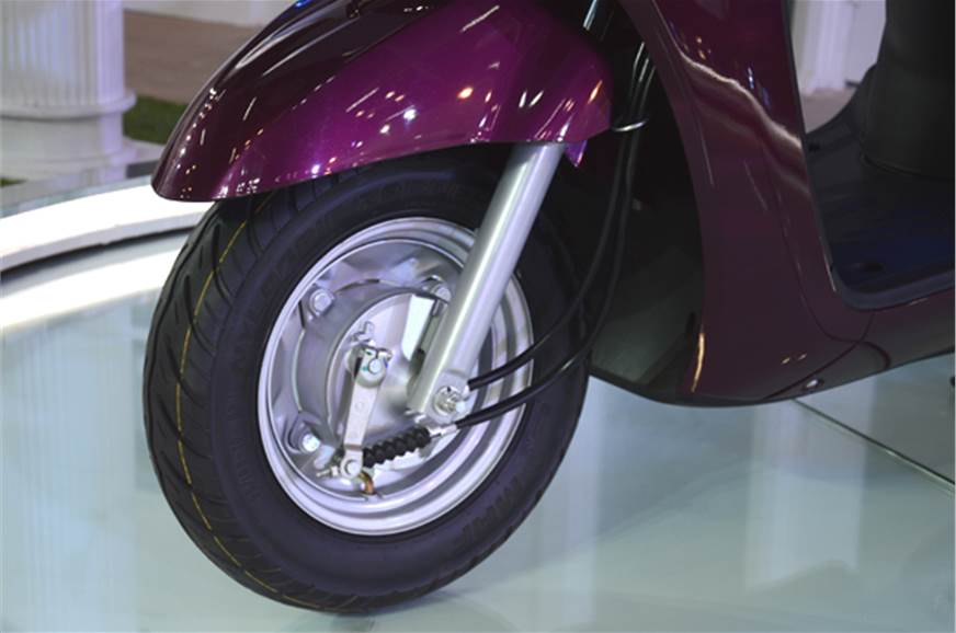 The front suspension uses telescopic forks.