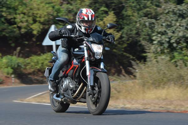 Benelli TNT 300 review, test ride