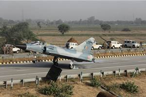 IAF Mirage 2000 first to land on the Agra-Lucknow Expressway
