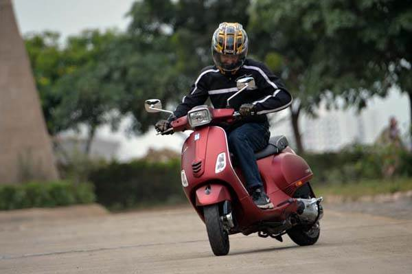 Vespa 150cc VXL, SXL review, first ride
