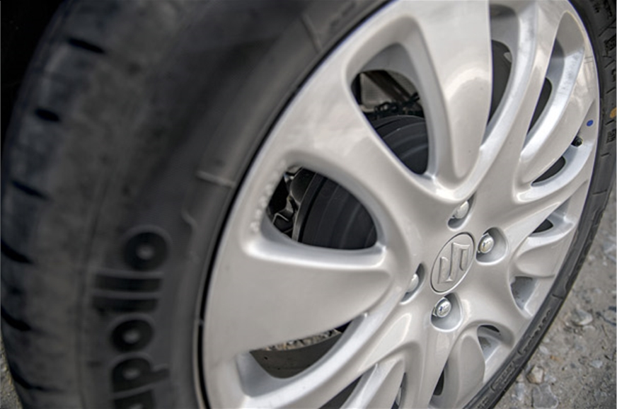 16-inchers fill out wheel arches; rear brakes are drums n...
