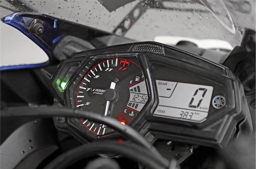 The digital-analogue instrument cluster is easy to read e...