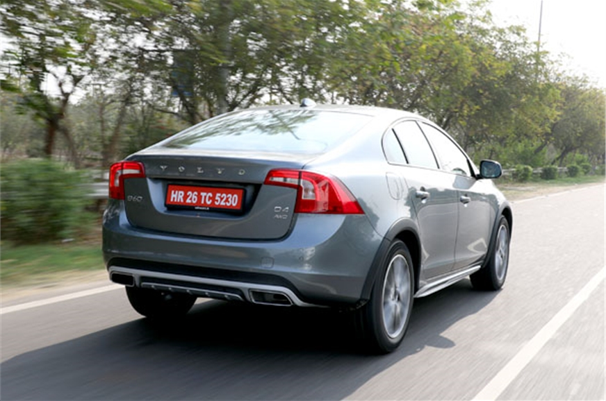 volvo s60 cross country video review autocar india autos. Black Bedroom Furniture Sets. Home Design Ideas