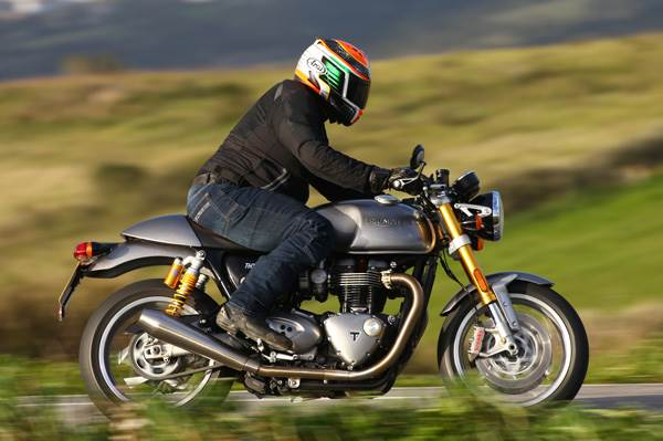 Triumph Thruxton R review, test ride