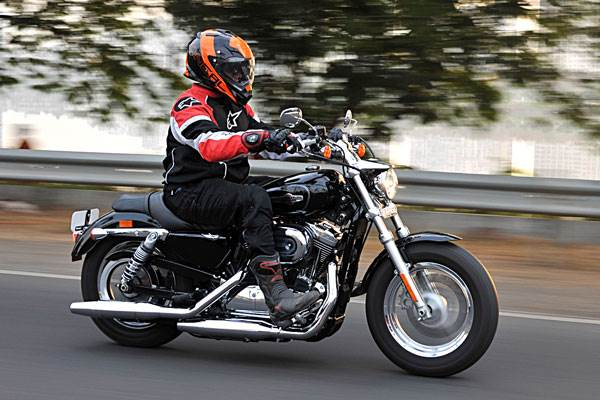 Harley Davidson 1200 Custom review, test ride