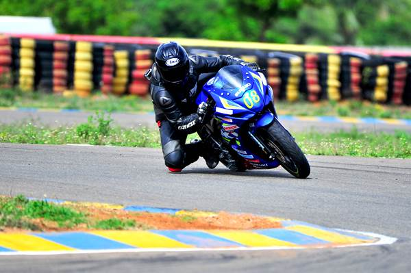 2016 Suzuki Gixxer Cup bike track ride