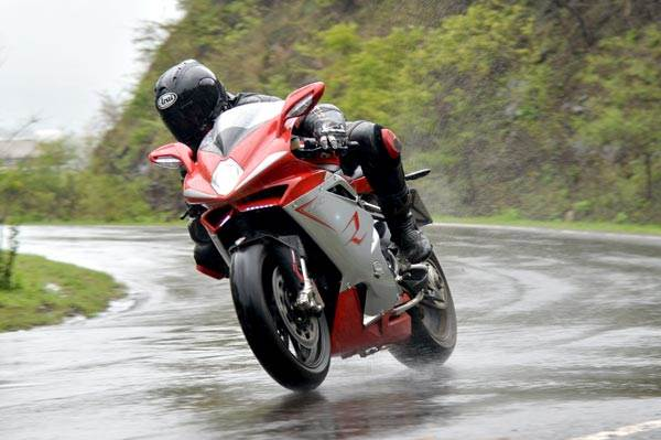 MV Agusta F4 review, test ride