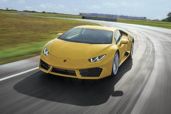 2016 Lamborghini Huracan LP580-2 India track drive