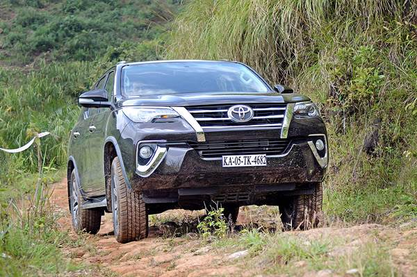 2016 Toyota Fortuner India review, test drive