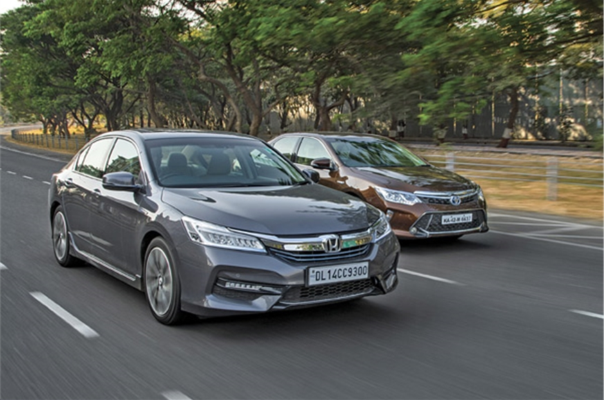 Honda accord vs toyota camry hybrid comparison autocar india for Honda accord vs toyota camry
