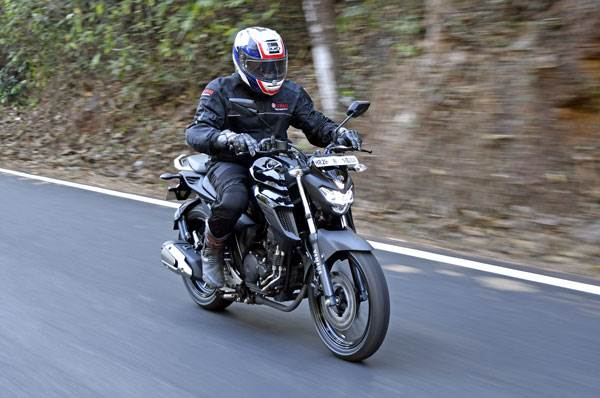 2017 Yamaha FZ25 review, test ride