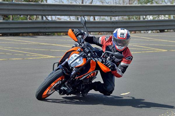 2017 KTM Duke 390 review, test ride
