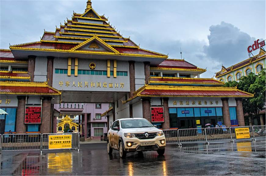 The grandeur of the Myanmar-China border gate is a sign o...